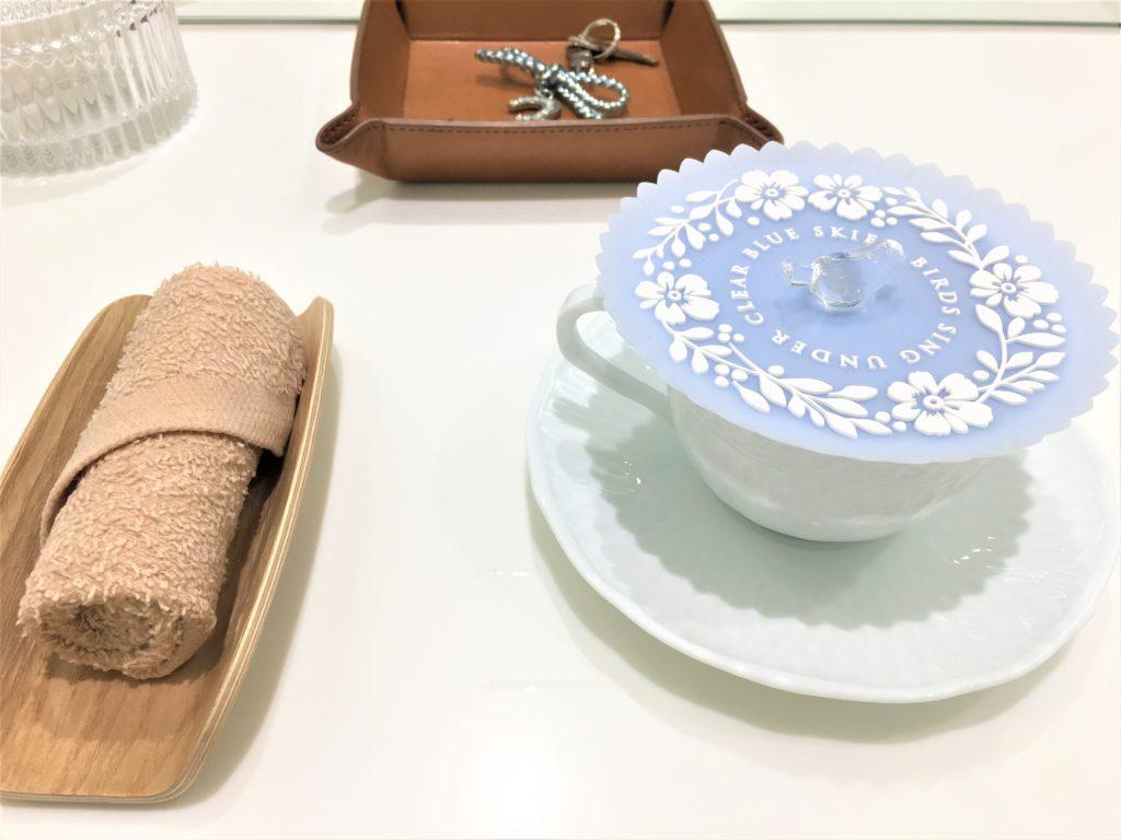ソフィーナビューティパワーステーション個室で出てきた漢方茶とおしぼり