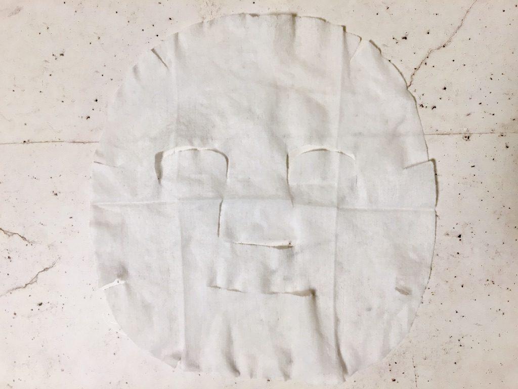 目元口元に穴が開いておらず切り込みだけのチャージフェイスマスク