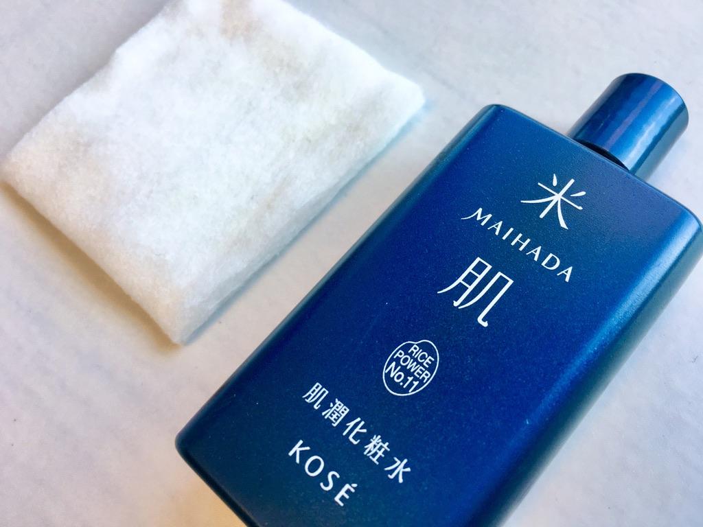コーセー米肌肌潤化粧水とコットンパフ