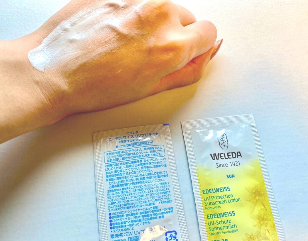 ヴェレダエーデルワイスUVプロテクトを手の甲に塗る