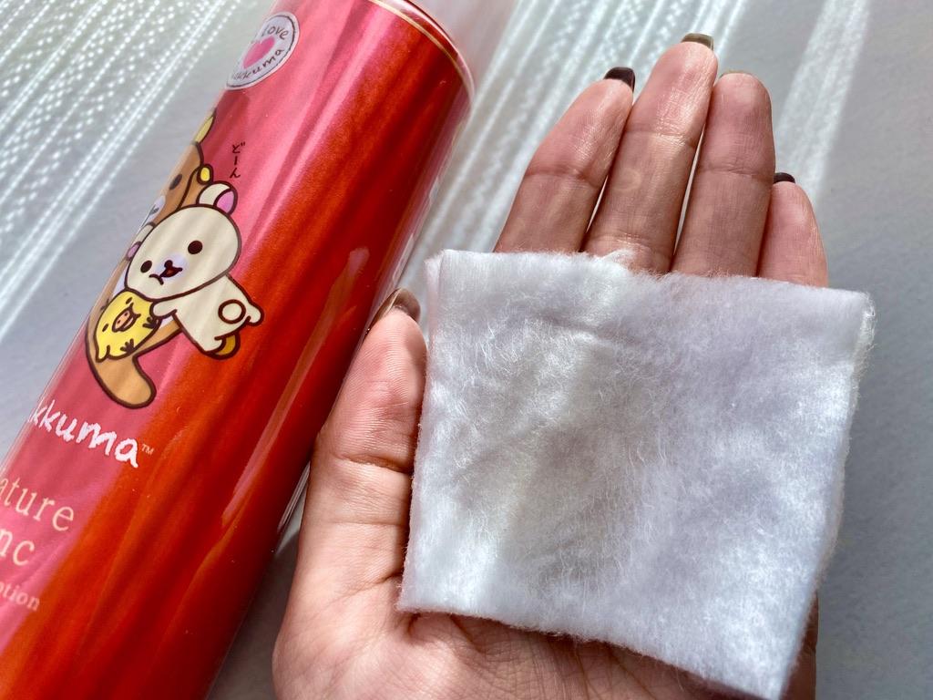ネイチャーコンク薬用拭き取り化粧水で顔を拭き取った後のコットン