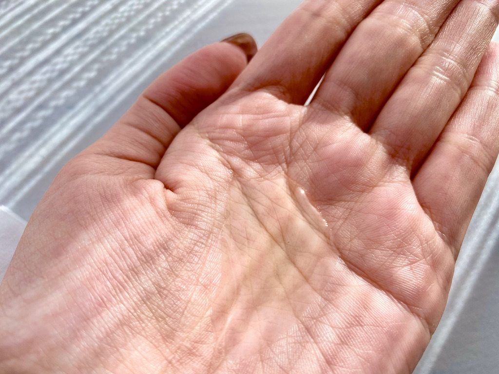 ネイチャーコンク薬用拭き取り化粧水はうっすら黄色