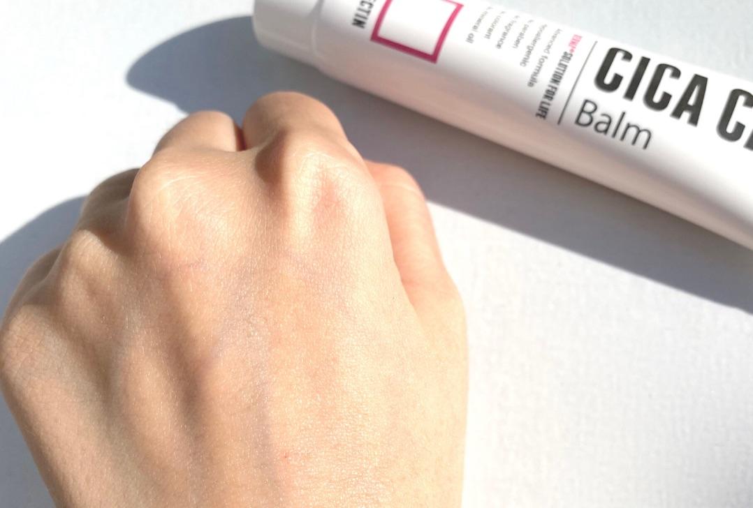 ロベクチンシカケアバームを手の甲に塗ったところ
